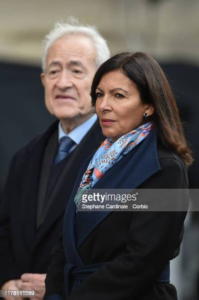 French Formers Paris Mayor's Jean Tiberi and Anne Hidalgo arrive to attend a church service for former French President Jacques Chirac at Eglise...