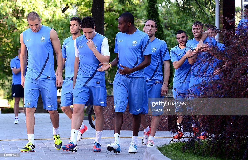 (L-R) French forward Karim Benzema, Fren : News Photo