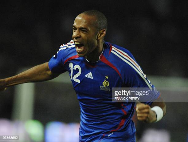 French forward Thierry Henry celebrates after scoring during the Euro 2008 qualifying match France vs Lithuania 17 October 2007 at the Beaujoire...