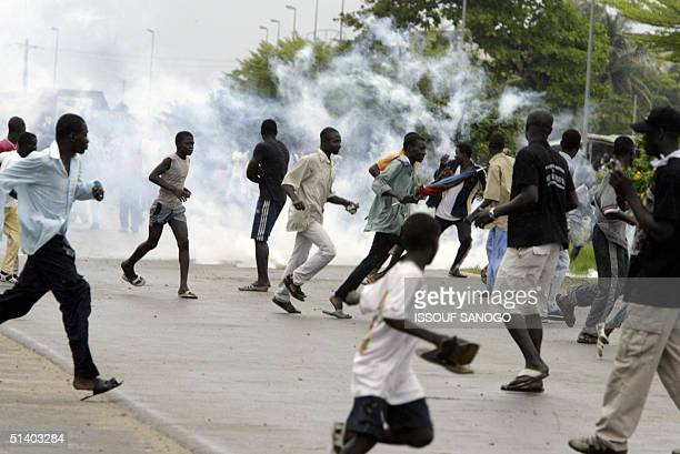 French gendarmes fire tear gas to dipserse protesters in Abidjan 05 October 2004 after dozens of hardline partisans of Ivory Coast President Laurent...