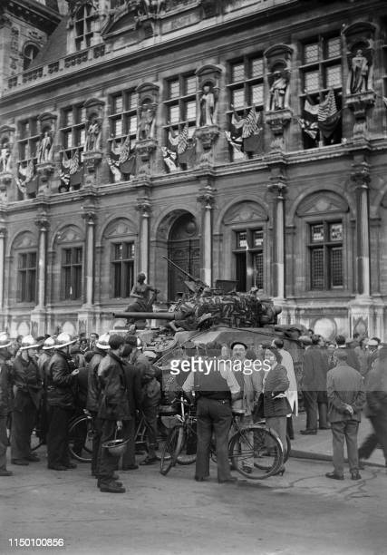"""French gendarmes, firefighters and armed FFI fighters surround the """"Champaubert"""" Sherman tank of the 501e Régiment de chars de combat of the French..."""