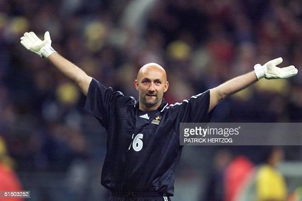 06e0b4502db French goalkeeper Fabien Barthez jubilates during the friendly soccer match  between France and Slovenia at the