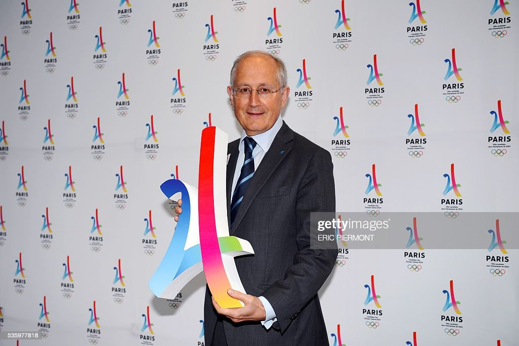 French group La Poste CEO Philippe Wahl holds a replica of the logo of Paris bid for the 2024 Summer Olympics logo rior to a meeting gathering French companies and official partners of Paris candidate for the 2024 Summer Olympic games on May 30, 2016 in Paris. / AFP / ERIC