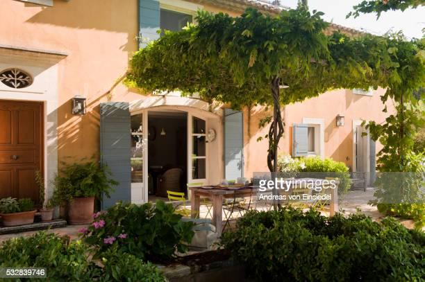 french holiday home in provence - provence alpes côte d'azur - fotografias e filmes do acervo