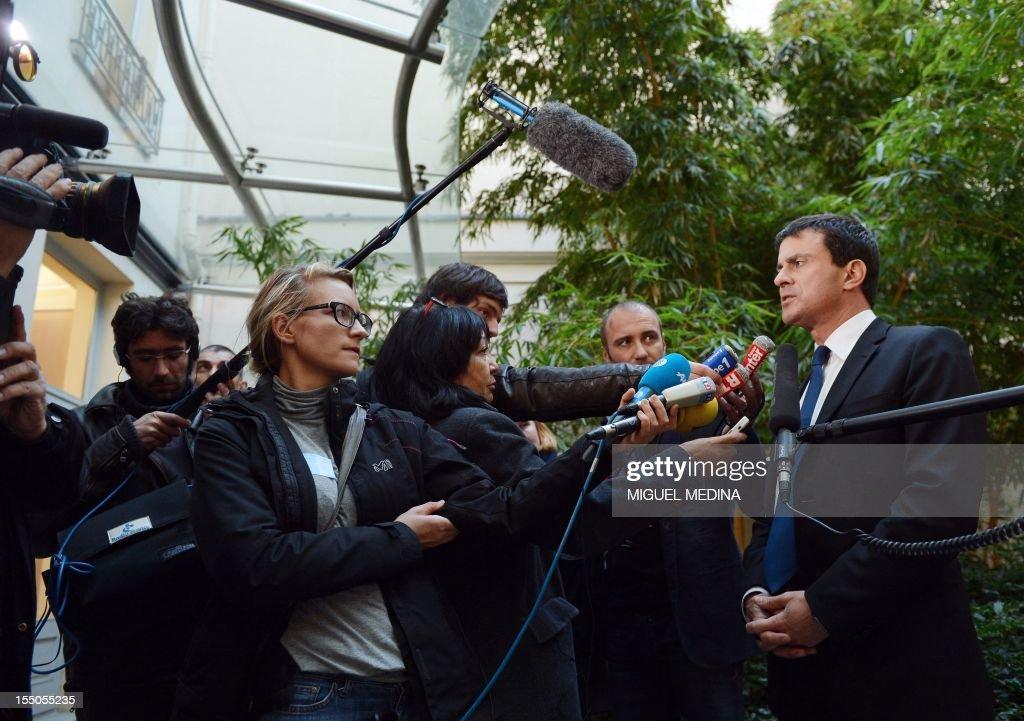 FRANCE-TUNISIA-POLITICS-RELIGION-ISLAM-VALLS : News Photo