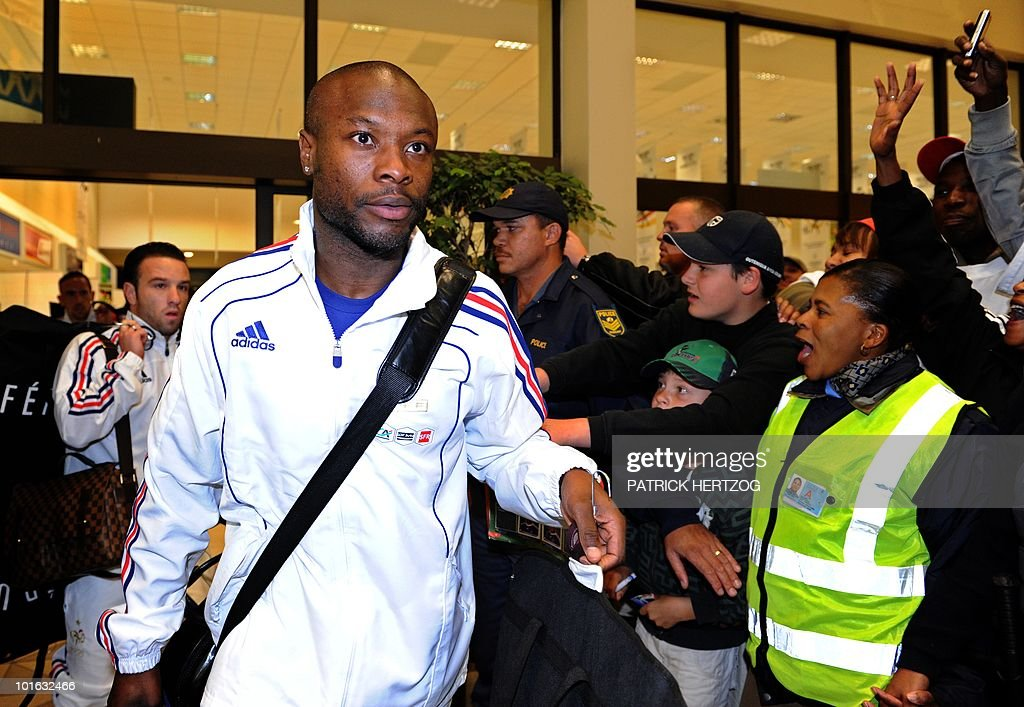 French international football defender William Gallas is cheered by fans upon arrival with his team mates at George Airport on June 5, 2010. The FIFA 2010 World Cup begins on June 11, 2010.