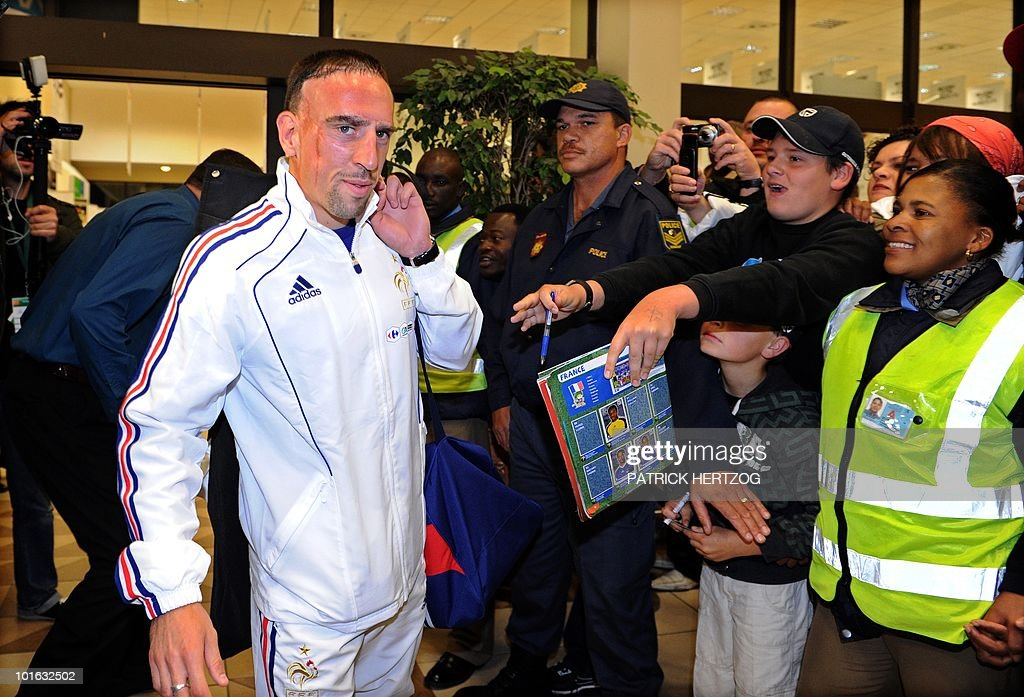 French international football forward Franck Ribery is cheered by fans as the French team arrive at George Airport on June 5, 2010. The FIFA 2010 World Cup begins on June 11, 2010.
