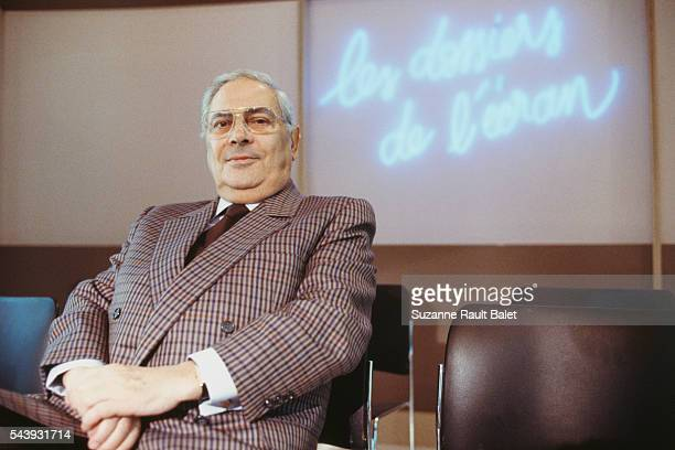 French journalist and producer Armand Jammot on the TV set of Les dossiers de l'écran