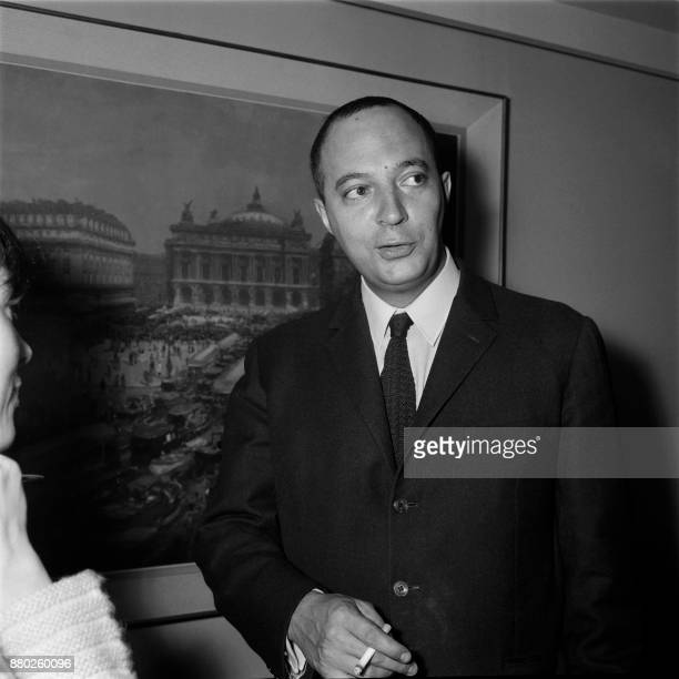 French journalist of Le Figaro Yves Cuau poses after winning the 1968 Albert Londres prize for his book 'Israël attaque' on May 16 in Paris / AFP...