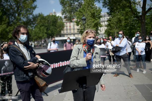 French journalists and former hostages Florence Aubenas and Edouard Elias take part on June 8, 2021 in Paris, in a gathering for French journalist...