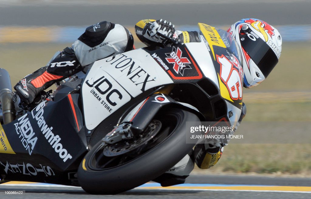 French Jules Cluzel rides during the qualifying session of moto 2 at Le Mans' circuit on May 22, 2010, on the eve of the French motocycling Grand Prix. Cluzel clocked the fourth time in 1�39.334.