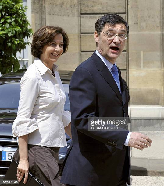 French Junior Minister for Foreign Trade Anne-Marie Idrac and Minister for economic recovery Patrick Devedjian arrive at the Elysee palace at the end...