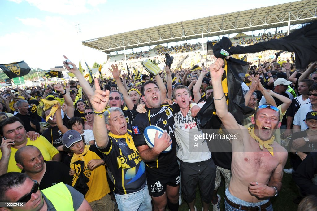 French La Rochelle rugby players celebrate with supporters after winning the French division two championship final against Lyon, in Brive, central France, on May 23, 2010. La Rochelle won promotion to France's Top 14 elite rugby union championship after beating Lyon 32-26.