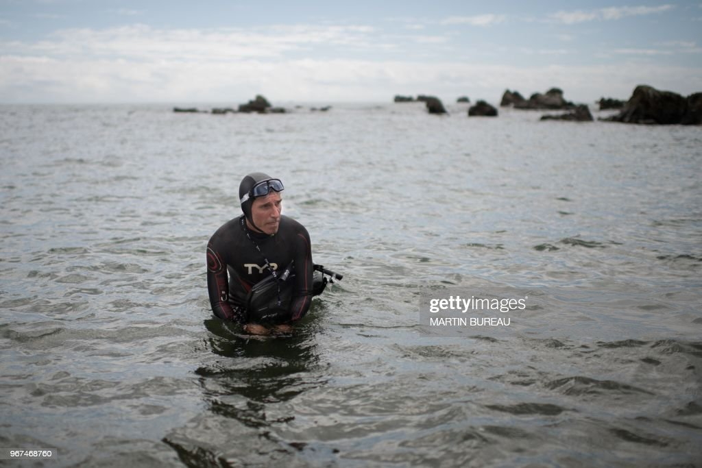 TOPSHOT - French marathon swimmer Benoit 'Ben' Lecomte, takes the start of his attempt of swimming across the Pacific Ocean in Choshi, Chiba prefecture on June 5, 2018. - Ben Lecomte dived into the Pacific Ocean on June 5, kicking off an epic quest to swim 9,000 kilometres (5,600 miles) from Tokyo to San Francisco, through shark-infested waters choking with plastic waste.