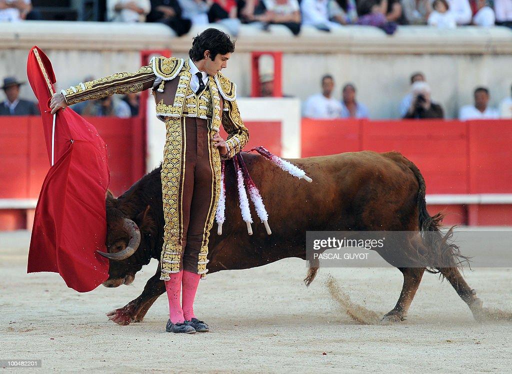 French matador Sebastien Castella performs a muleta on a Nunez del Cuvillo bull, on May 24, 2010 during the Nimes' Pentecost Feria, southern France.