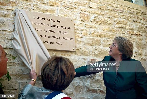 French mayor of the eastern town of Chassagne-Montrachet, Francoise Moreau and Chilean president Michelle Bachelet unveil a tablet fixed up on the...