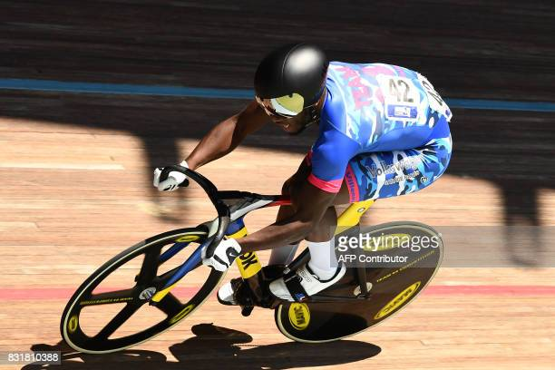 TOPSHOT French Melvin Landerneau competes in the Elite men of the French championships on August 15 2017 at the Hyeres' velodrome southern France /...