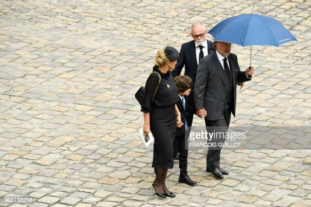 French member of parliament Olivier Dassault and his wife Natacha Nikolajevic and son arrive in the Hotel des Invalides courtyard on June 1 2018 in...