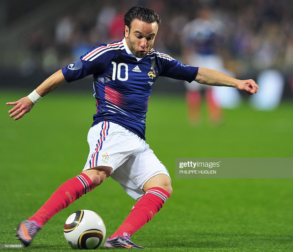 French midfielder Mathieu Valbuena dribbles during the friendly football match France vs. Costa-Rica at the Bollaert Stadium in Lens on May 26, 2010 ahead of the FIFA 2010 World Cup in South Africa. France won 2-1.