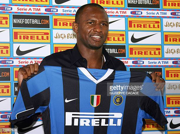 French midfielder Patrick Vieira poses with the Inter Milan's jersey in Appiano Gentile northern Italy 02 August 2006 Vieira signed a fouryear...