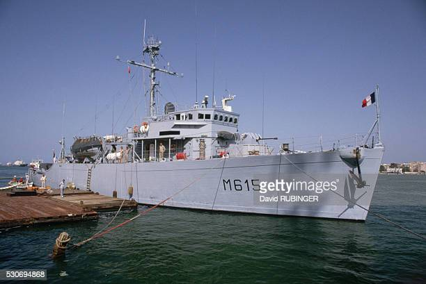 A French minesweeper assists with the Suez Canal clearing operation