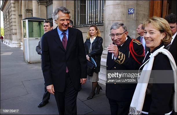 French Minister Of The Interior Dominique De Villepin Visits The Paris Prefecture Of Police On April 26 2004 In Paris France With Judiciary Police...