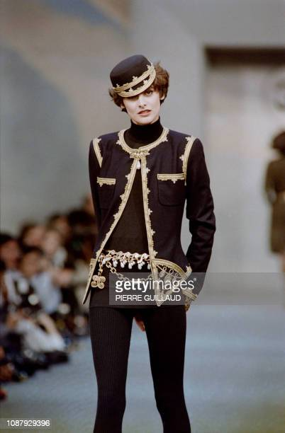 French model Ines de la Fressange presents a creation by German designer Karl Lagerfeld for Chanel during the autumnwinter 1989/1990 readytowear...