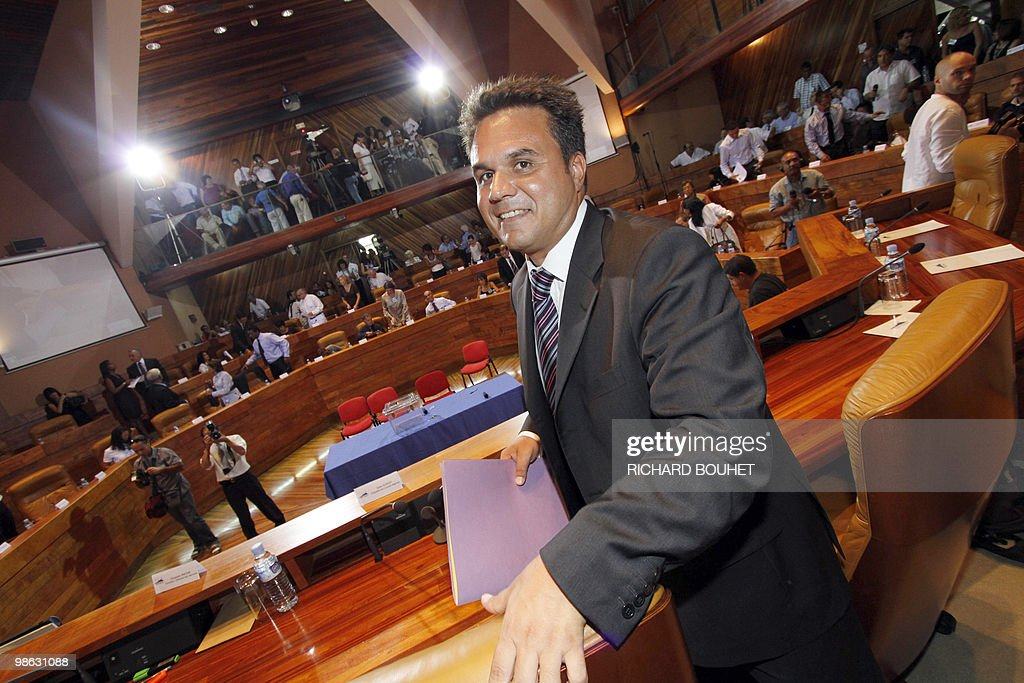 French MP Didier Robert, of right-wing U : Nieuwsfoto's