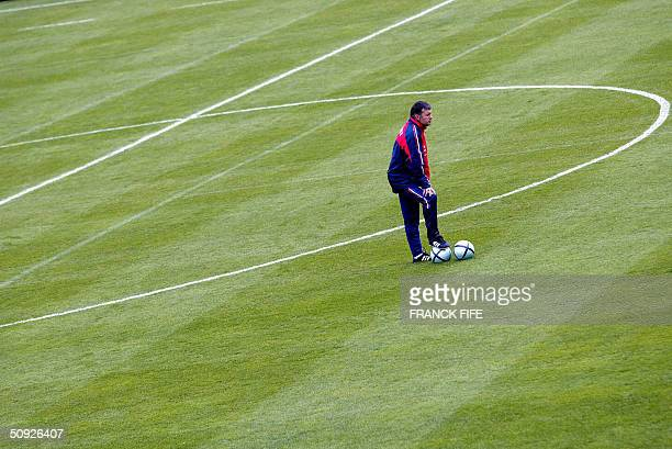 French national football team coach Jacques Santini drives his team during a training session 04 June 2004 in a Clairefontaine where the team is...