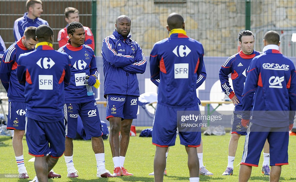 French national football team's defender William Gallas (C) and teammates attend a training session, on May 20 , 2010 in Tignes, French Alps, as part of their altitude training in preparation for the 2010 World cup in South Africa. France will play Uruguay in Capetown in its group A opener match on June 11.