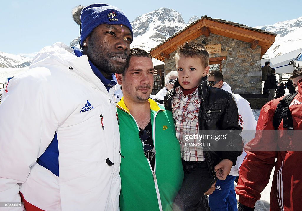 French national football team's defender William Gallas (L) poses with fans after having spent the night at the top of the Tignes glacier on May 20, 2010 in the French Alps. The French national team slept in altitude last night, as part of their altitude training in preparation for the 2010 World cup in South Africa.