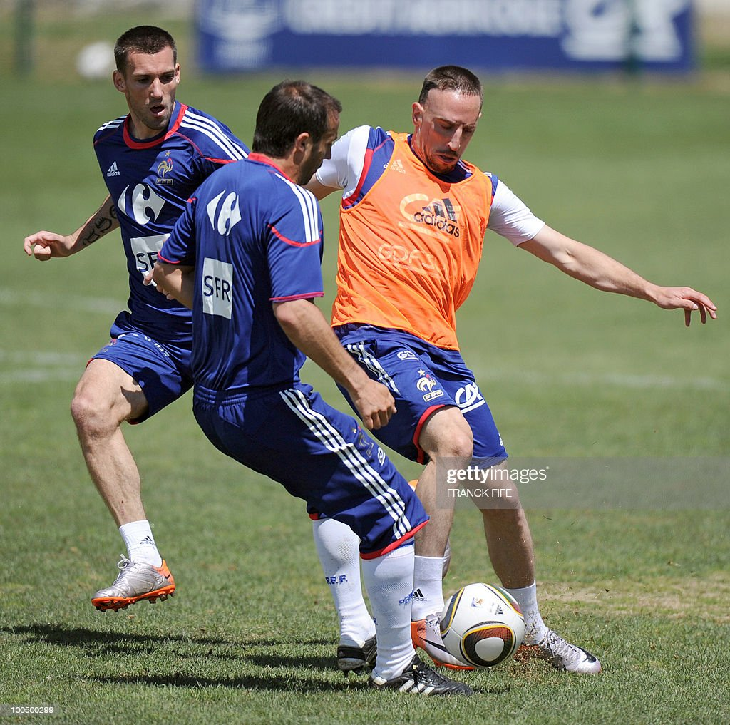 French national football team's forward Franck Ribery (R) vies with teammates Marc Planus (C) and Anthony Reveillere during a training session, on May 25, 2010, near Tignes in the French Alps, as part of the preparation for the upcoming World Cup 2010. France will play against Uruguay in Capetown in its group A opener match on June 11.