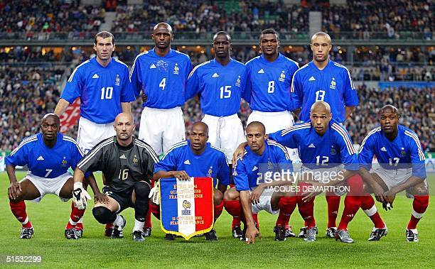 French national soccer team poses for the traditional picture before the France/Slovenia Euro 2004 qualifier 12 October 2002 at the Stade de France...