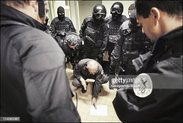 French National SWAT team RAID In Beauvais France On January 20 1998 Intervention SWAT team pursues a common law criminal in Beauvais