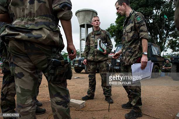 A French officer briefs soldiers with the help of a drawing on the ground at a French military base camp on December 6 2013 in Cameroon The European...