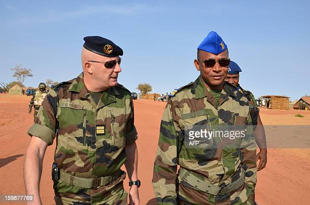 A French officer speaks with Chief of staff of Niger's air troops colonel Boulama Issa Zana on January 22 2013 during a visit to a training camp in...