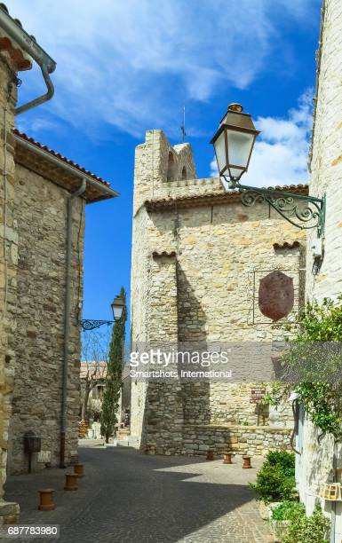 french old town of le castellet, in provence, an example of traditional medieval architecture in southern france - le castellet var stock photos and pictures