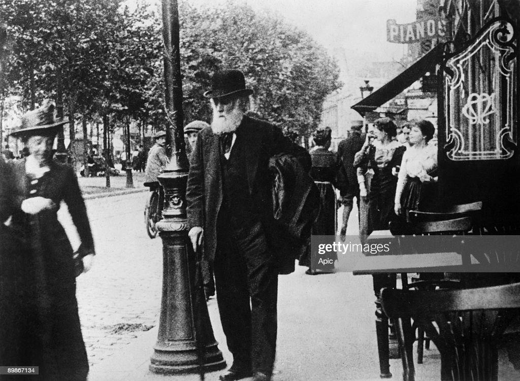 French painter Edgar Degas (1834-1917) c. 1905 in Paris : News Photo