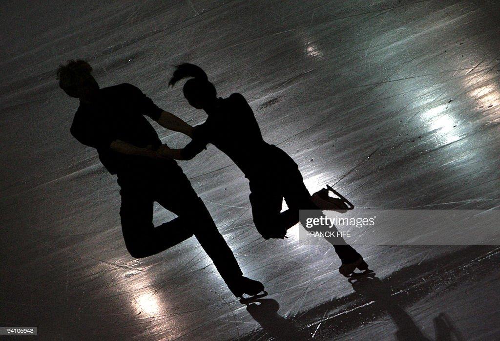 French pair Isabelle Delobel and Olivier : Fotografía de noticias