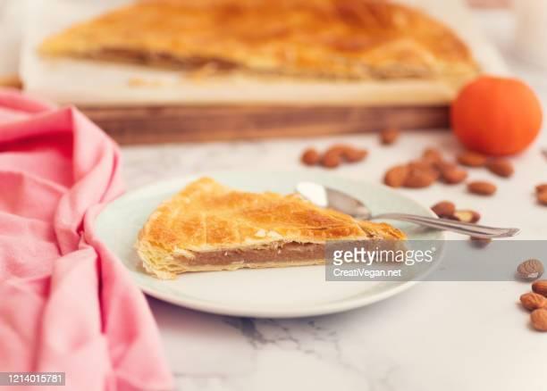 french pastry galette des rois - galette des rois photos et images de collection