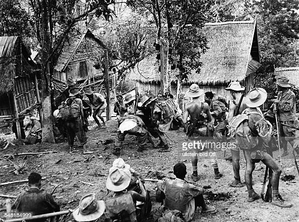 French patrol in the jungle near Dien Bien Phu, under the command of Colonel Goddart - 1953