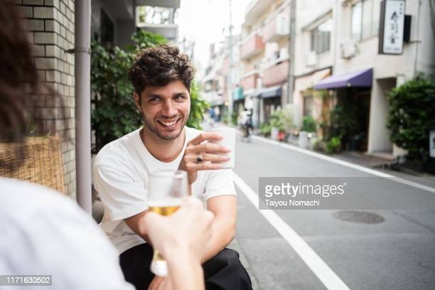 french people enjoying drinking with friends on the streets of tokyo - 30代の男性 ストックフォトと画像