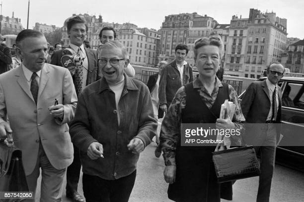 French philosopher JeanPaul Sartre and French writer Simone de Beauvoir arrive at the courthouse to attend the trial of JeanPierre Le Dantec on May...