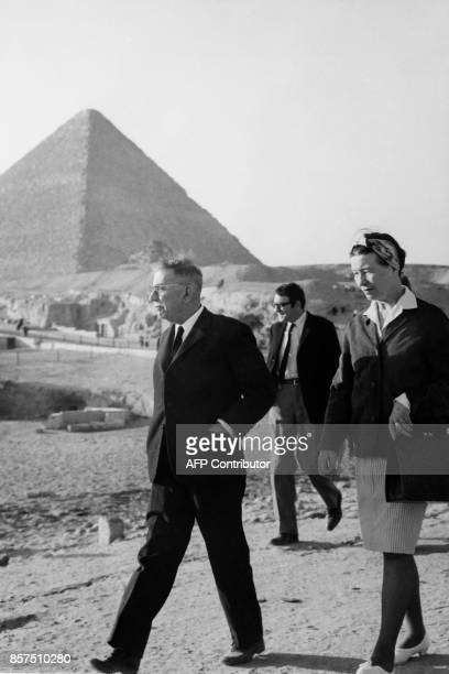 French philosopher JeanPaul Sartre French writer Simone de Beauvoir and film director Claude Lanzmann visit the Pyramids in Egypt on March 4 1967 /...