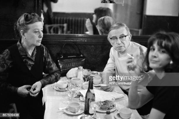 French philosopher JeanPaul Sartre French writer Simone de Beauvoir and French lawyer Gisele Halimi have lunch at a restaurant in Paris on May 27...