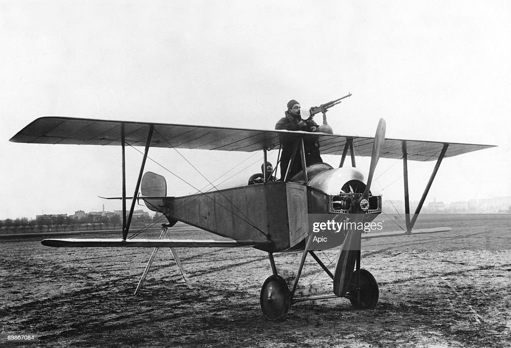 WW1 French plane with Mitrailette : News Photo