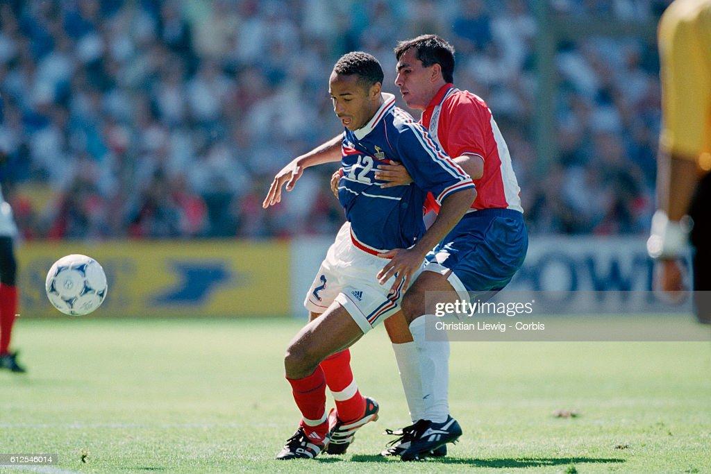 1998 World Cup: France vs. Paraguay : Photo d'actualité