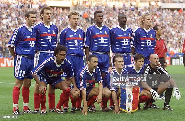 French players pose for the official team picture 08 July before their 1998 Soccer World Cup semifinal match against Croatia at the Stade de France...