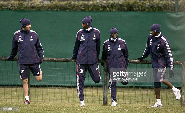 French players Zinedine Zidane Patrick Vieira Claude Makelele and Nicolas Anelka are pictured during a training session 27 February 2006 in the...