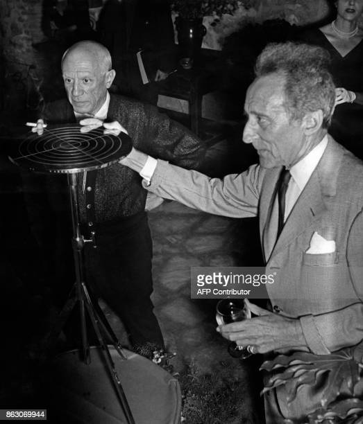 French poet Jean Cocteau offers a present to Spanish painter Pablo Picasso for his 75th birthday 25 October 1956 in Vallauris southeastern France /...